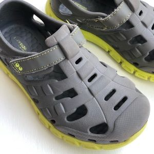 Toddler boys size 11 stride rite shoes